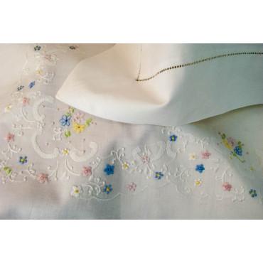 Lenzuola Matrimoniali Ricamo a Mano Fiorellini Madeira 015 - Percalle di Cotone